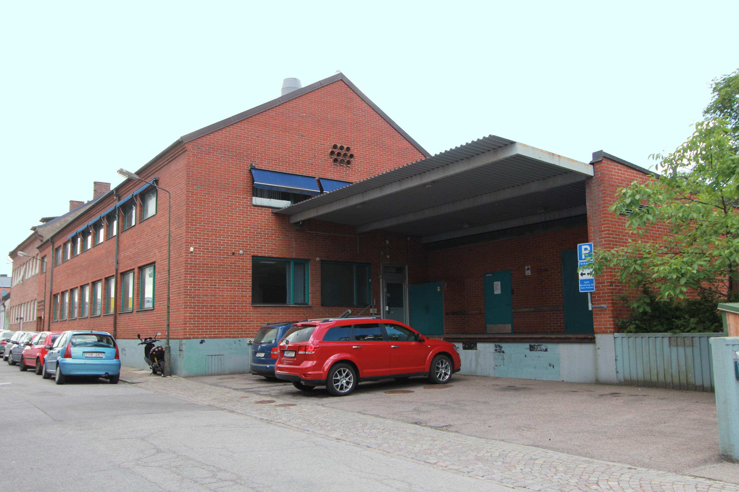 Två fastigheter köps av ny aktör på den svenska fastighetsmarknaden.